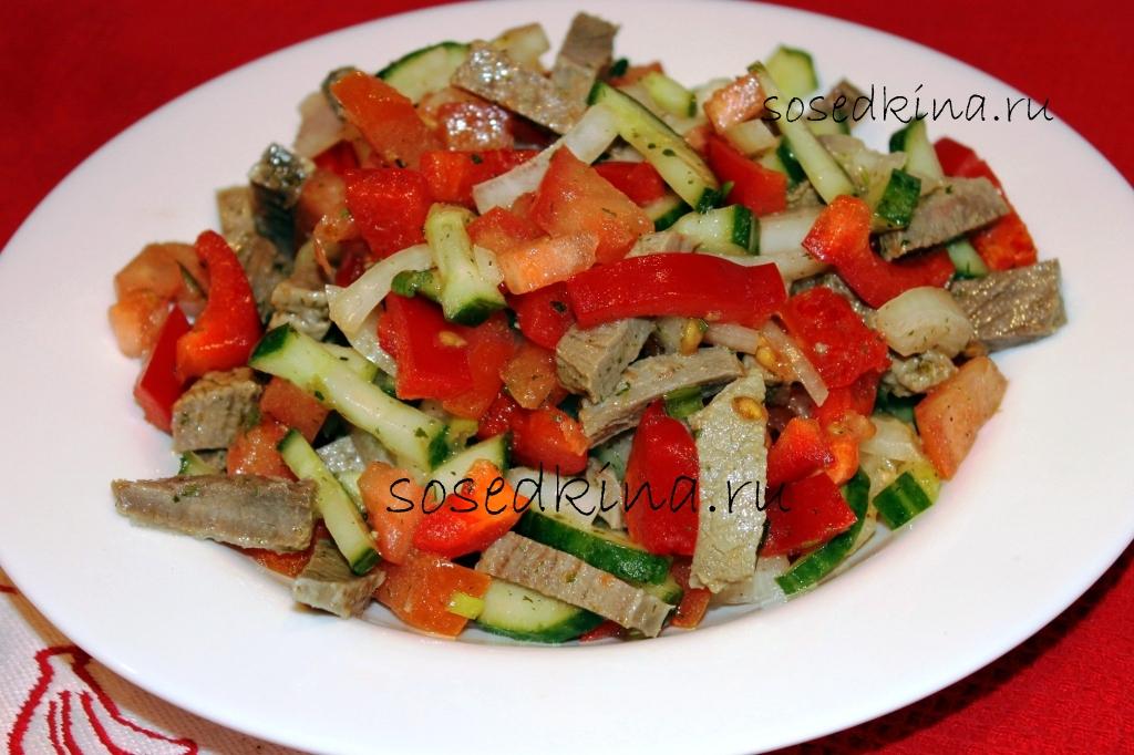 Салат с болгарским перцем и помидорами
