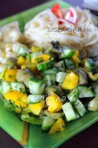 Салат с болгарским перцем, свежим огурцом и оливками (3)22